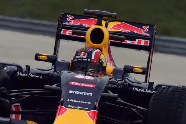 F1-2016-PAUL-RICARD-Essai-Pneumatiques-PIRELLI-Daniil-KVYAT-Team-RED-BULL-mardi-26-Janvier-Photo-Max-MALKA