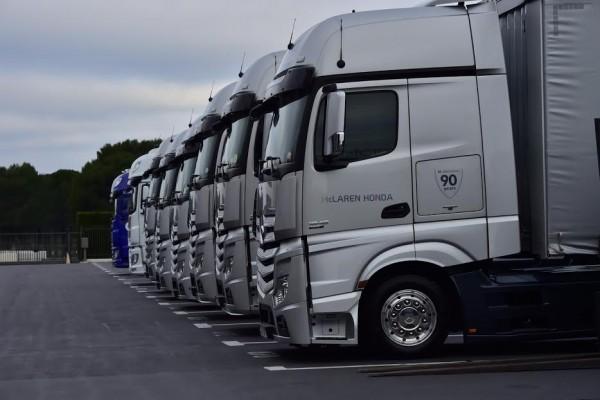 F1 2016 PAUL RICARD - Pour les Essais Pneumatiques PIRELLI -Armada des camion du Team McLAREN-HONDA - mardi 26 Janvier - Photo Max MALKA