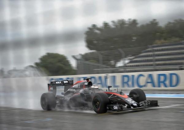 F1 2016-PAUL RICARD-Test PIRELLI-Pneumatiques-La-McLAREN-HONDA-de-STOFFEL VANDOORNE-Photo : Antoine CAMBLOR