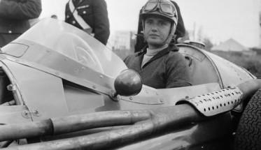 F1-MARIA-TERESSA-DE-FILIPPIS-AU-VOLANT-DE-SA-MASERATI-en-1958.
