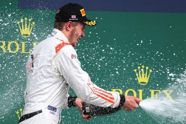 GP2 2015 SILVERSTONE LA JOIE sur le podium du RUSSE SERGEY SIROTKIN enfin victorieux en GP2 ce samedi 4 juillet.j