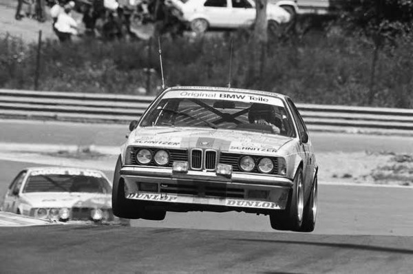 H-J-STUCK-24-H-Spa-1984-décolle-des-4-roures-dans-le-raidillon-sur-sa-BMW-635-CSI-©-Manfred-GIET.