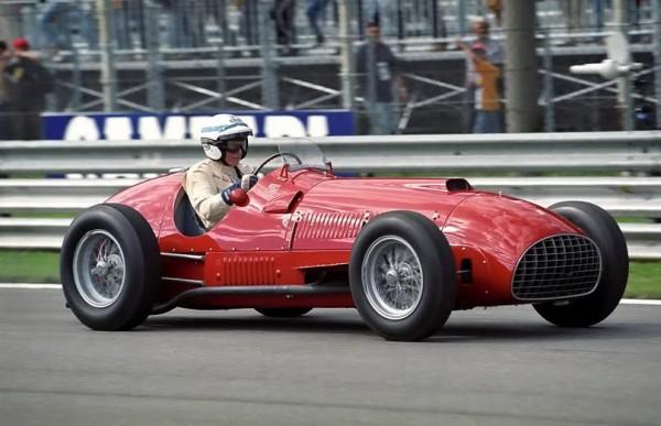 John-SURTEES-Ferrari-375-RF1-de-1950-lors-dune-épreuve-historique-©-Manfred-GIET.