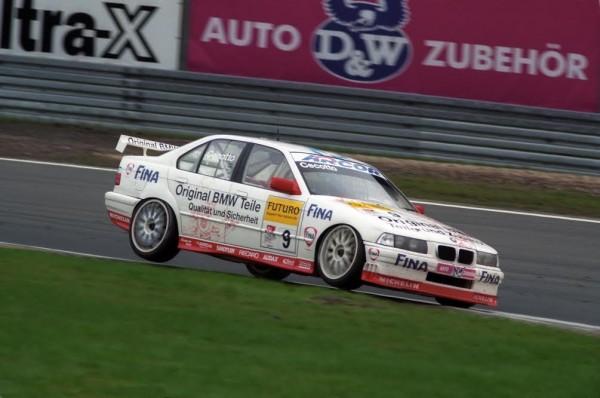 Johnny-CECOTTO-2ème-titre-de-Champion-STW-en-Allemagne-en-1998-©-Manfred-GIET