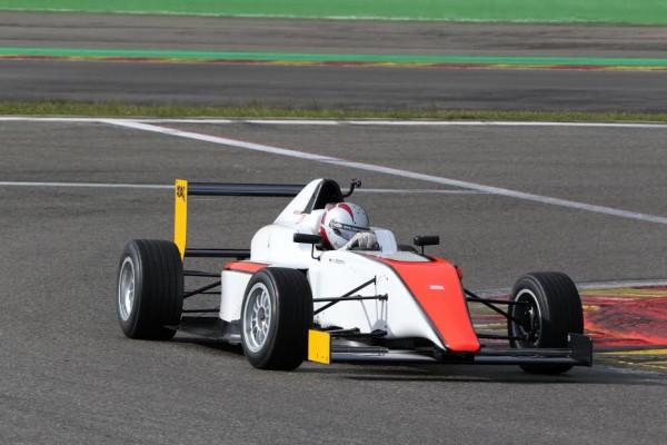 Jonathan-CECOTTO-Formule-F4-2015-a-lui-de-perpétuer-le-nom-©-Manfred-GIET