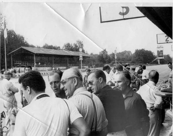 KONI-Historique-1961-Le-Prince-Bernhard-et-Enzo-Ferrari-à-Monza