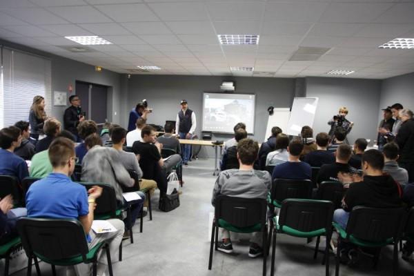 VOLANT-ELLIP6-2015-6-Les-candidats-en-réunion-avec-Yvan-MULLET-au-siège-a-PIERELATTE