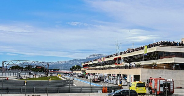 WEC-2015-Les-stands-du-circuit-PAUL-RICARD-Essai-WEC-28-Mars-Photo-Antoine-CAMBLOR