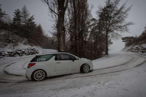 WRC-2016-MONTE-CARLO-La-DS3-de-DUBERTet-POUJOL-pendant-les-recos-a-l-aise-sur-la-neige