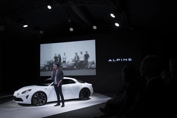 ALPINE-2016-MONACO-16-fevrier-pose-devant-le-Show-car-de-la-future-A120