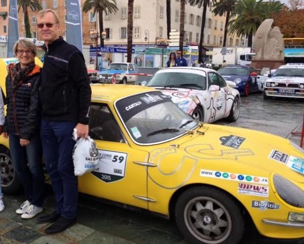 CG-Une-LEGENDE-Ari-VATANEN-devant-la-CG-au-depart-du-Rallye-des-PRINCESSES-2015.
