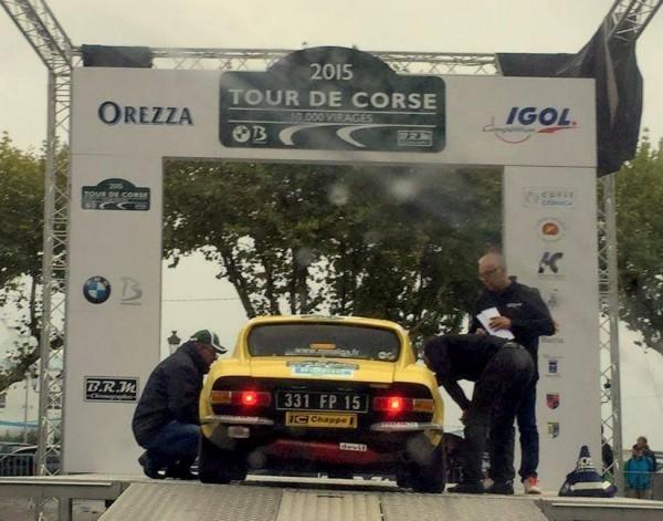 CORSE-2015-RALLYE-DES-10000-VIRAGES-La-CG-de-Didier-MALGA-Anne-Valerie-sur-le-podium-de-depart-à-BASTIA
