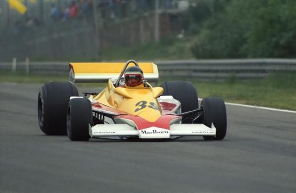 F1-1977-H.ector-REBAQUE-dispute-son-premier-GP-mais-non-qualifié-au-GP-de-Belgique-à-Zolder-en-1977-©-Manfred-GIET.