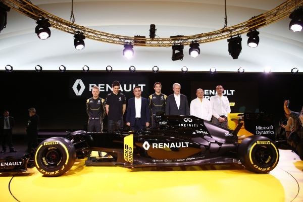 F1-2016-3-fevrier-Prsentation-nouvelle-equipe-RENAULT-avec-le-Président-Carlos-GHOSN-les-trois-pilotes-MAGUSSEN-PALMER-et-OCON-avec-VASSEUR-et-ABTITEBOUL