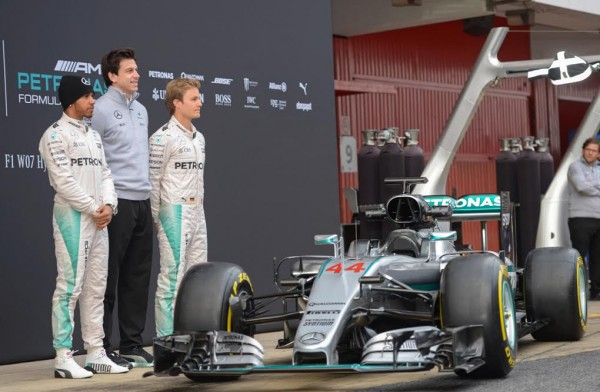 F1-2016-MONTMELO-22-fevrier-Présentation-Equipe-MERCEDES-avec-TOTO-WOLFF-LEWUS-HAMILTON-et-NICO-ROSBERG-Photo-Antoine-CAMBLOR.