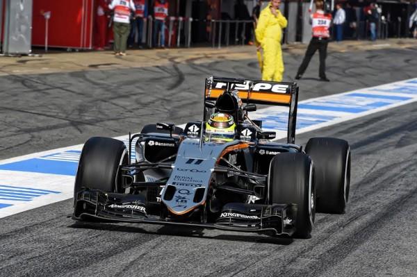 F1 2016 MONTMELO - En piste pour la MERCEDES de Nico ROSBERG - Photo Antoine CAMBLOR.