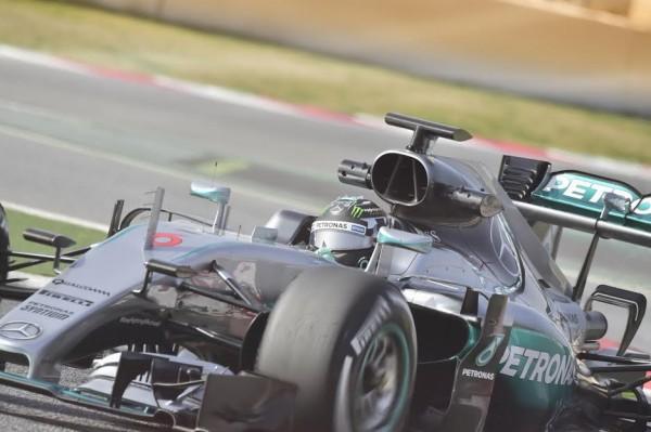 F1-2016-MONTMELO-Jeudi-25-Fevrier-NICO-ROSBERG-et-la-MERCEDES-W07-Photo-Max-MALKA