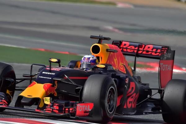 F1-2016-MONTMELO-Mardi-23-février-La-RED-BULL-de-Daniel-RICCIARDO-Photo-Max-MALKA