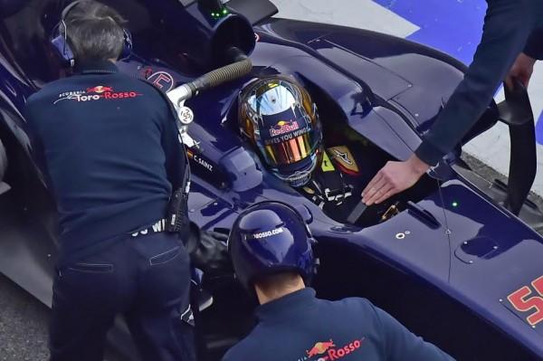 F1-2016-MONTMELO-Mercredi-24-fevrier-La-TORO-ROSSO-de-CARLOS-SAINZ-Jr-Photo Max MALKA