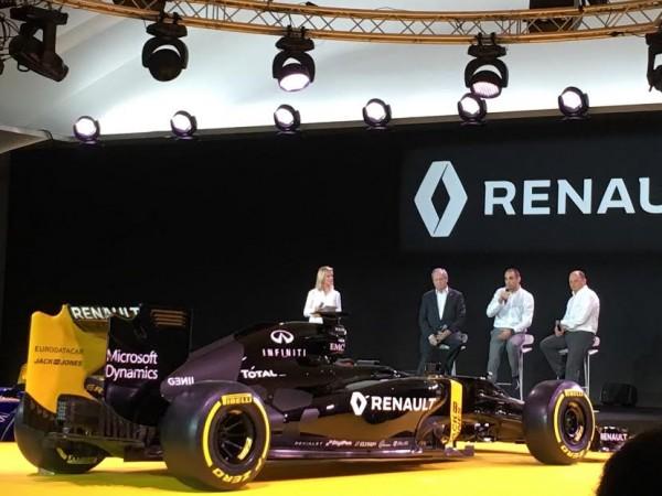 F1-2016-Présentation-Equipe-RENAULT-F1-CYRIL-ABITEBOUL-avec-FRED-VASSEUR-et-CARLOS-GHOSN-le-Président-du-Groupe-RENAULT