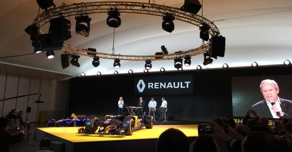 F1-2016-Présentation-Equipe-nouvelle-RENAULT-Carlos-GHOSN-Président-du-Groupe-RENAULT-avec-Jerome-STOLL.