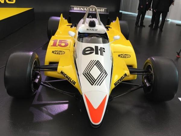 F1-2016-Présentation-Equipe-nouvelle-RENAULT-La-RENAULT-F1-Turbo-de-1982-DAlain-PROST