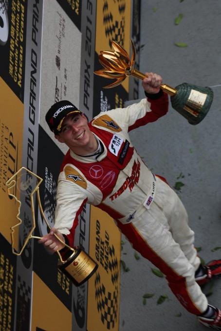 F3-2013-GP-DE-MACAO-ALEX-LYNN-remporte-le-GP-de-MACAO-avec-la-DALLARA-MERCEDES-du-Team-THEODORE-Racing-PREMA-POWERTEAM