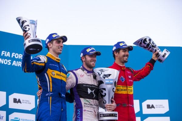 FORMULE-E-2016-Le-podium-a-BUENOS-AIRES-avec-le-vainqueur-Sam-BIRD-devant-BUEMI-et-di-GRASSI-
