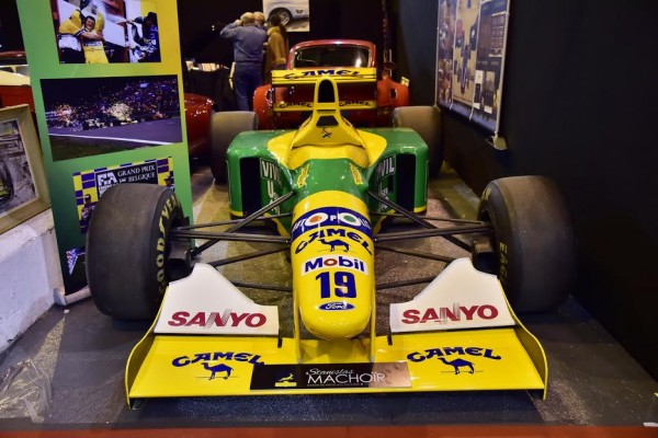 RETROMOBILE-2016-BENETTON-de-1992-de-Michael-SCHUMACHER-exposée-sur-le-stand-de-Maitre-MACHOIR-commissaire-priseur-à-TOULOUSE-Photo-Max-MALKA