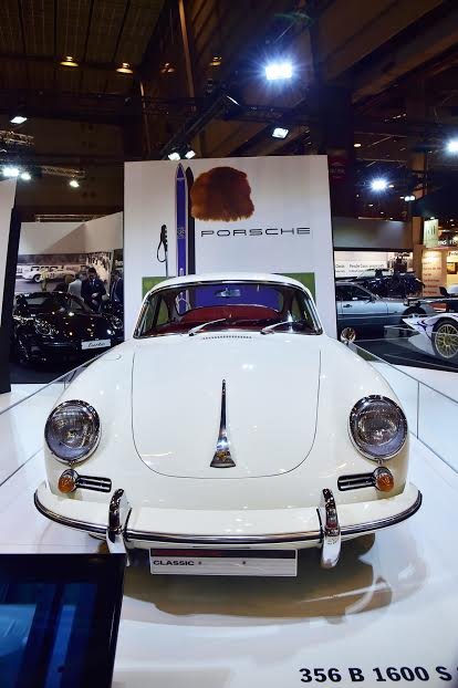 RETROMOBILE-2016-Le-stand-PORSCHE-Photo-Max-MALKA-