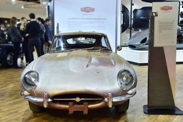 RETROMOBILE-2016-Stand-JAGUAR-avec-une-E-Type-de-1965-Photo- Max MALKA