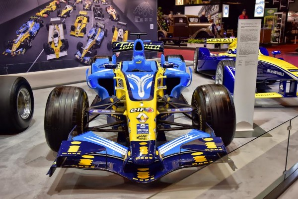 RETROMOBILE-2016-Stand-RENAULT-Monoplace-F1-de-Fernando-ALONSO-Photo-Max-MALKA.j