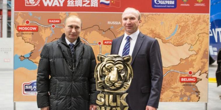 SILK-WAY-2016-Vladimir-Poutine-a-rencontré-le-Directeur-de-lOrganisation-du-Silk-Way-Rally-Vladimir-Chagin-le-13-fevrier.