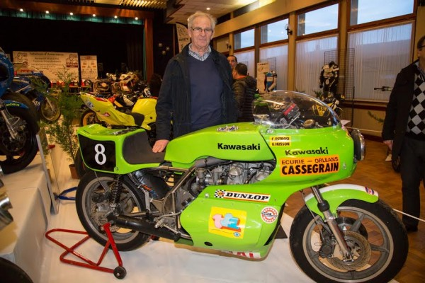 Salon de la moto de compe¦ütition de Chevilly 2016 Jean Jacques CASSEGRAIN pose devznt la Kawa seconde du BOL d'OR 1975 -® Photo Michel Picard