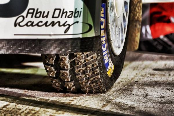 WRC-2016-SUEDE-La-DS3-de-Craig-BREEN-et-les-pneus-cloutés-MICHELIN