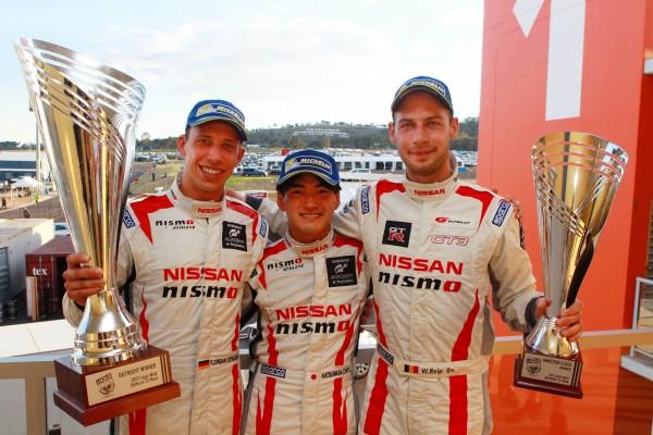 12 HEURES DE BATHURST L'equipage de la NISSAN GT R NISMO victorieux.