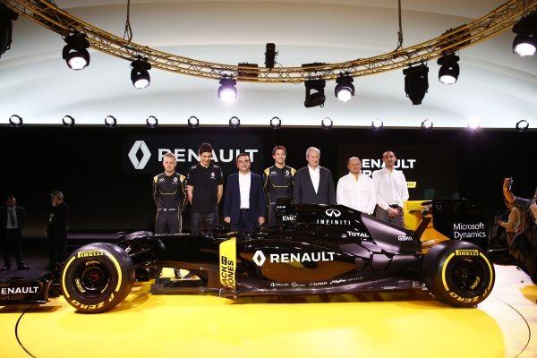 F1-2016-3-fevrier-Prsentation-nouvelle-equipe-RENAULT-avec-le-Président-Carlos-GHOSN-les-trois-pilotes-MAGUSSEN-PALMER-et-OCON-avec-VASSEUR-et-ABTITEBOUL -Photo Aitonewsinfo