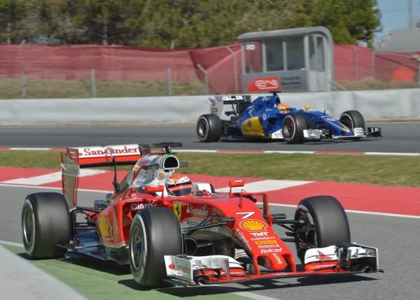 F1-2016-BARCELONE-Test-MONTMELO-Mardi-1er-mars-La-FERRARI-de-KIMI-RAIKKONEN-et-la-SAUBER-de-FELIPE-NASR-Photo-Antoine-CAMBLOR
