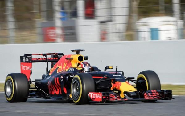 F1-2016-BARCELONE-Test-MONTMELO-Mardi-1er-mars-La-RED-BULL-de-Daniil-KVYAT-Photo-Antoine-CAMBLOR