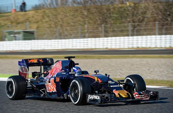 F1-2016-BARCELONE-Test-MONTMELO-Mardi-1er-mars-La-TORO-ROSSO-de-CARLOS-SAINZ-Jr-Photo-Antoine-CAMBLOR