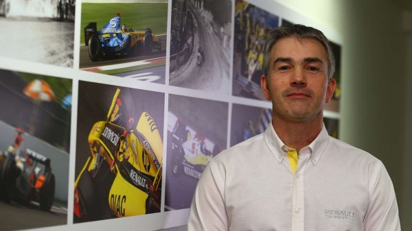 F1-2016-Equipe-RENAULT-NICK-CHESTER.