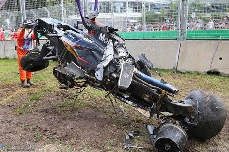 F1-2016-MELBOURNE-La-McLAREN-HONDA-de-Fernando-ALONSO-apres-son-accident-avec-la-HAAS-de-GUTTIEREZ-le-20-Mars-au-GP-dAustralie.jpg