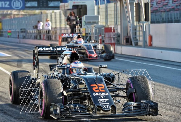 F1-2016-MONTMELO-CATALUNYA-Vendredi-4-mars-La-McLAREN-HONDA-de-BUTTON-Photo-ANTOINE-CAMBLOR-