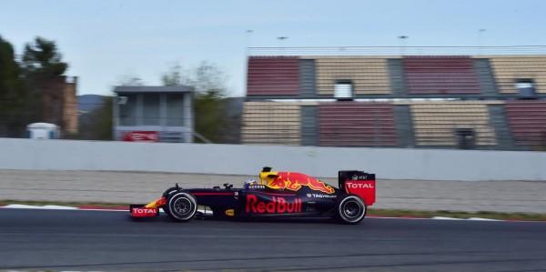 F1-2016-MONTMELO-Essai-mercredi-2-mars-La-RED-BULL-de-Daniel-RICCIARDO-Photo-Max-MALKA