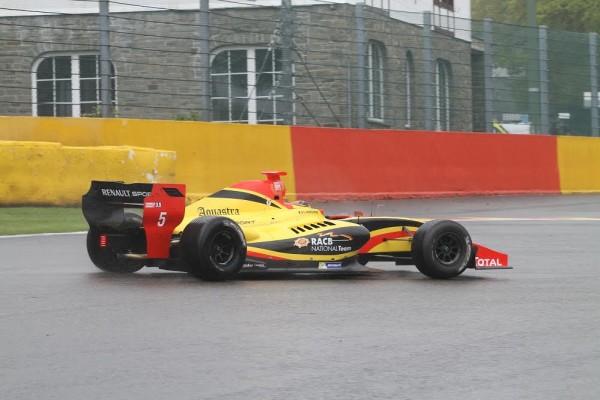 F1-2016-Vandoorne-a-brillé-dans-toutes-les-disciplines-dans-lesquelles-il-a-roulé-comme-ici-en-WSR-FormulRenault-3.5-©-Manfred-GIET