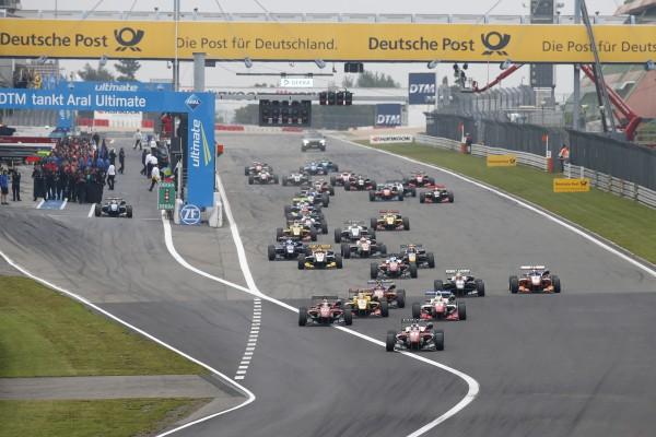 F3 2015 NURBURGRING Depart d une des trois manches de la F3 avec ROSENQVIST en pole