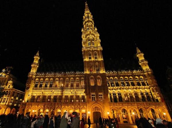 FORMULE E -L'Hôtel de Ville de Bruxelles sur la célèbre Grand-Place-© Manfred GIET.