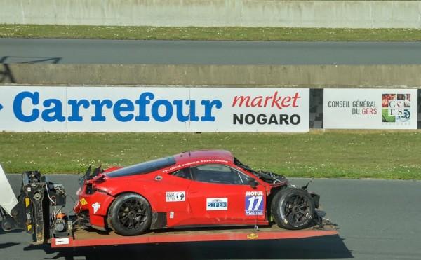 GT-TOUR-2016-NOGARO-La-FERRARI-de-STRTATEGIC-apres-le-crash-Photo-Antoine-CAMBLOR