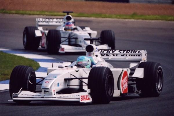 PATRICK-LEMARIE-et-JACQIES-VOLLENEUVE-Equipe-BAR-F1 en 2000 à Silverstone