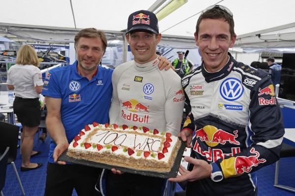 WRC-2016-MEXIQUE-Sébastien-OGIER-et-Julien-INGRASSIA-fetent-avec-JOST-CAPITO-le-boss-de-l-Equipe-VW-POLO-WRC-leur-100éme-départ-en-WRC.